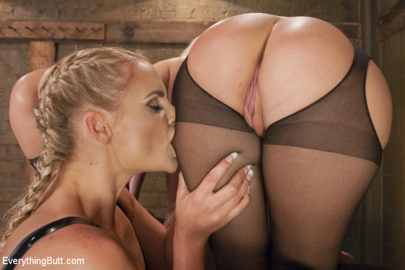 Сногсшибательным блондинкам Райли, Кэйт и Мари подавай растянутые сраки для шикарного отлиза