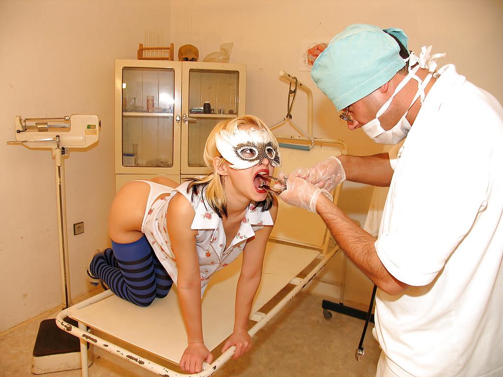 Мадам на приёме у гинеколога присела пиздой на его могучий пенис